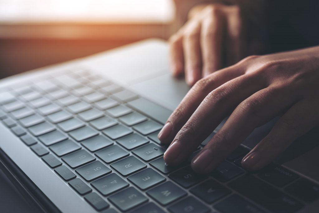 coup de pouce chauffage clavier ordinateur mains